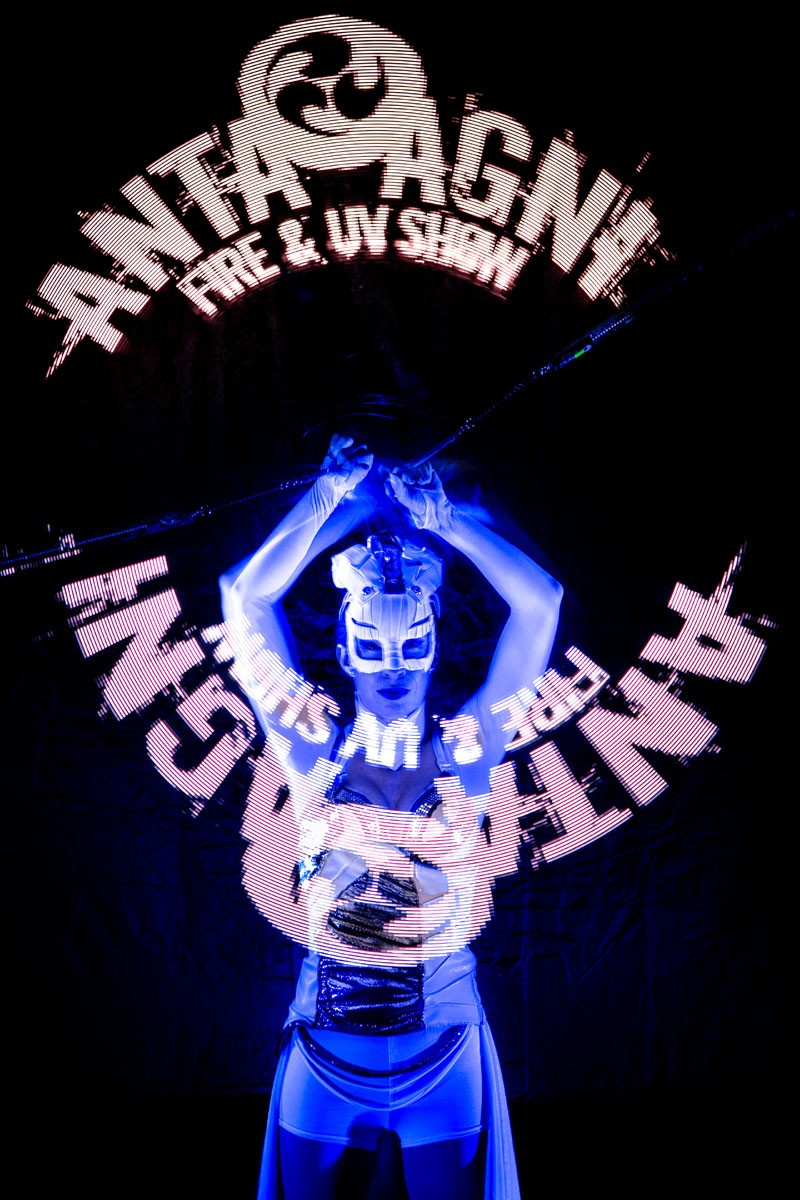 grafické žonglovanie - svetelná šou Anta Agni - Visual Pixel Show