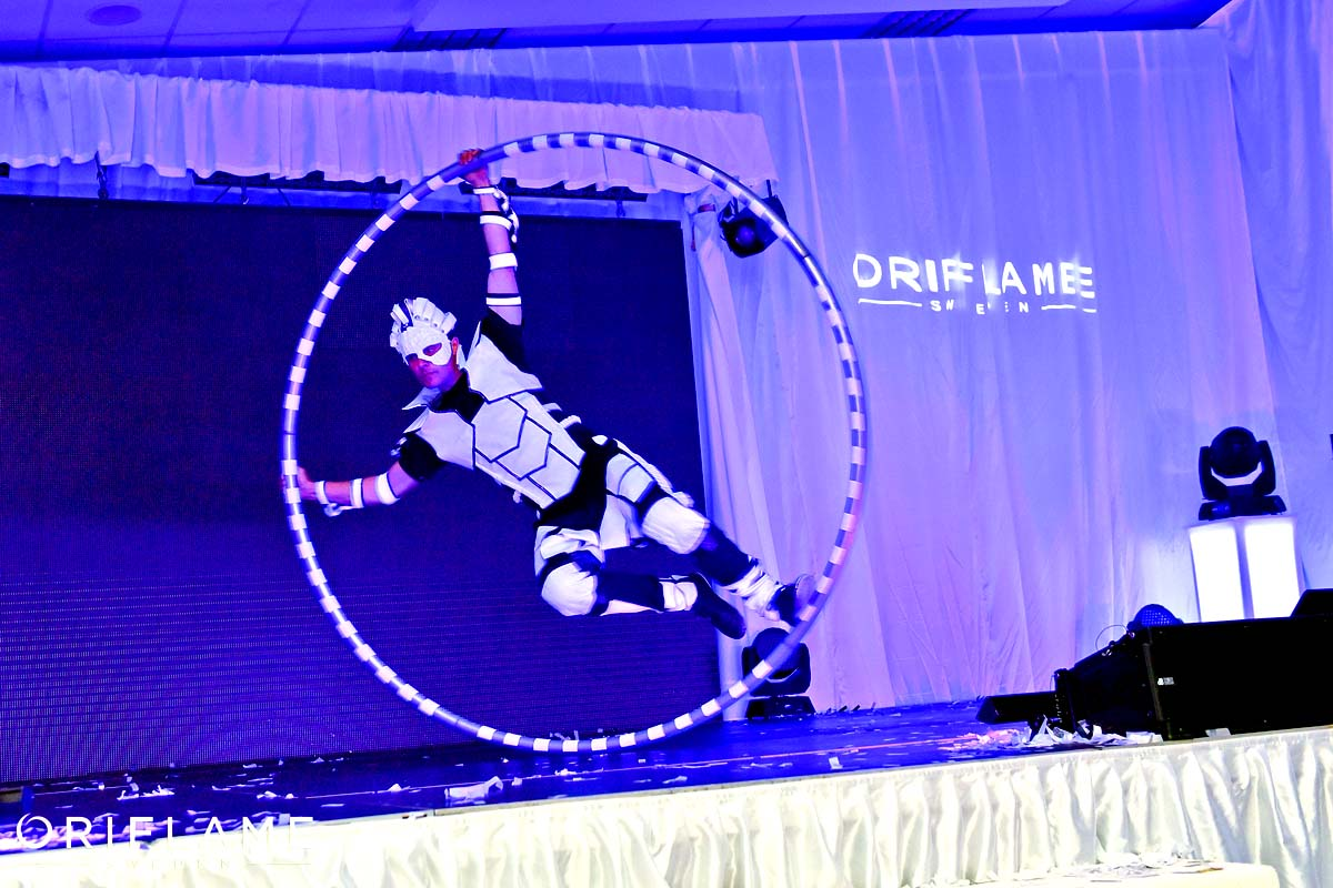 Anta Agni Akrobat Cyr Wheel Oriflame UV Show