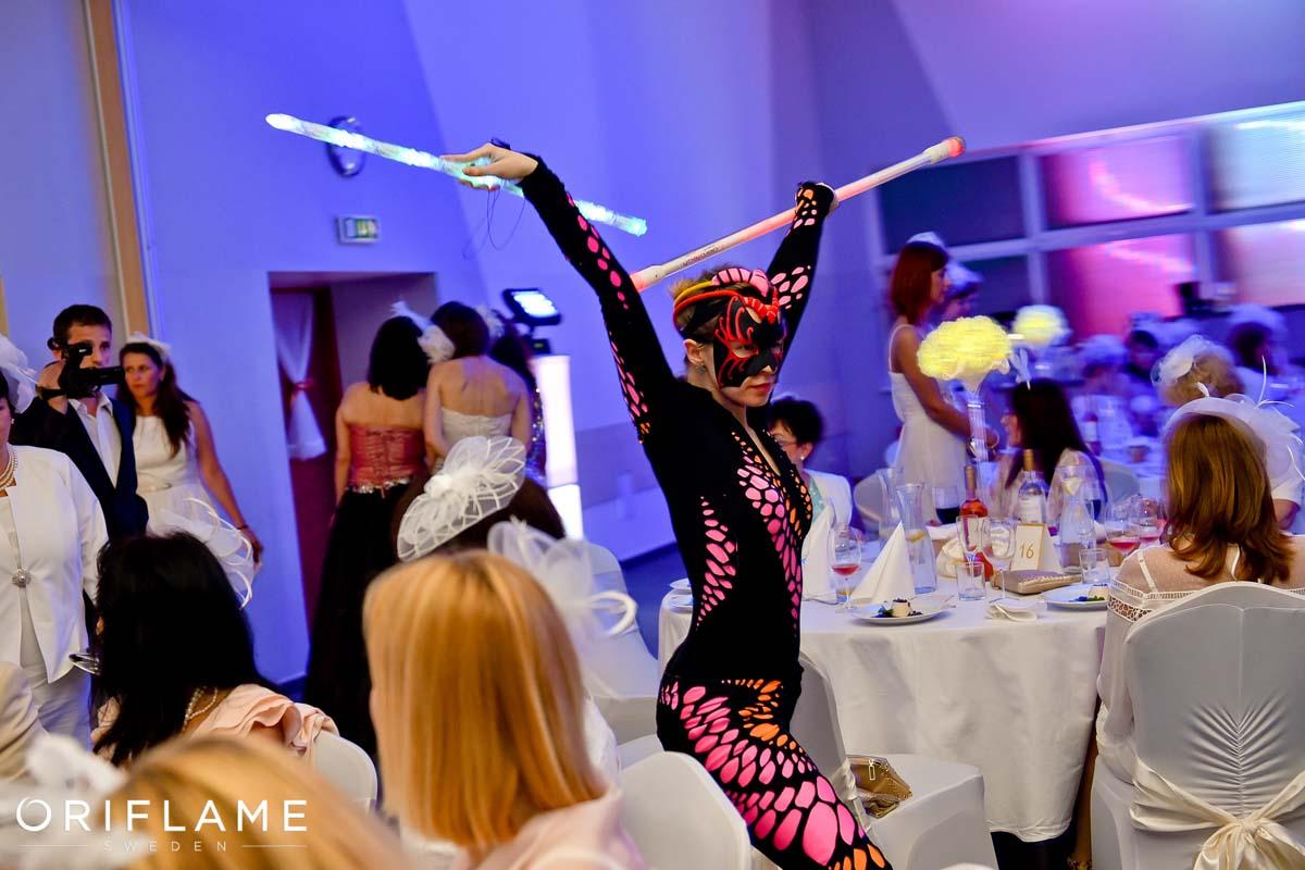 Tanečnica Anta Agni Oriflame UV Show