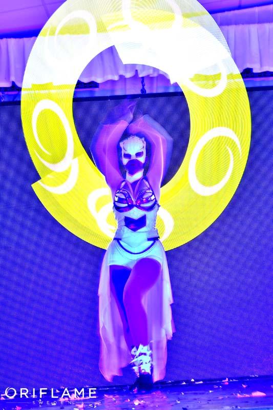 Oriflame Logo PIxel Poi Anta Agni UV Show