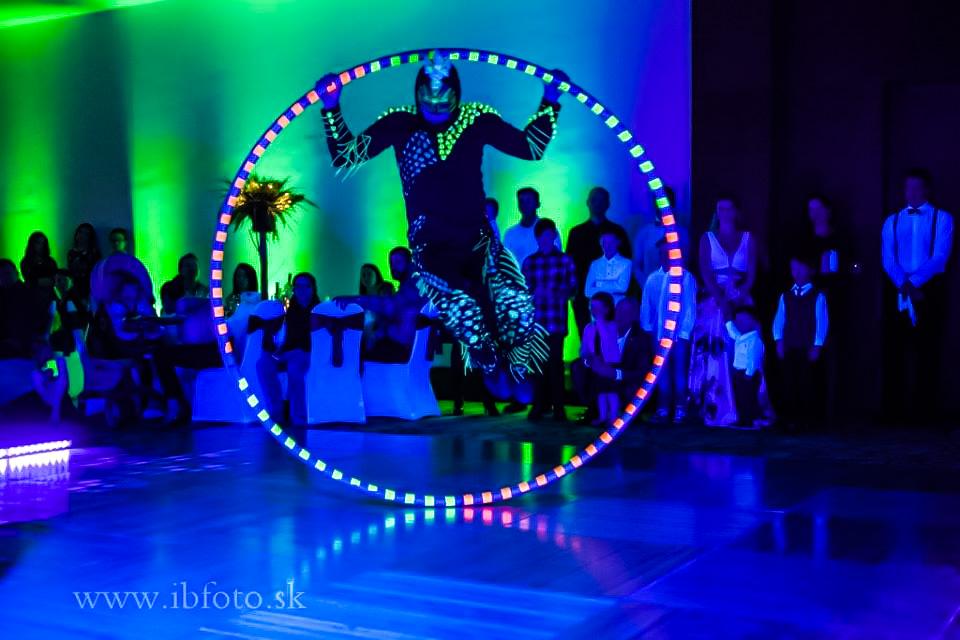Anta Agni Hotel Partizan Silvester UV_Show Cyr Wheel