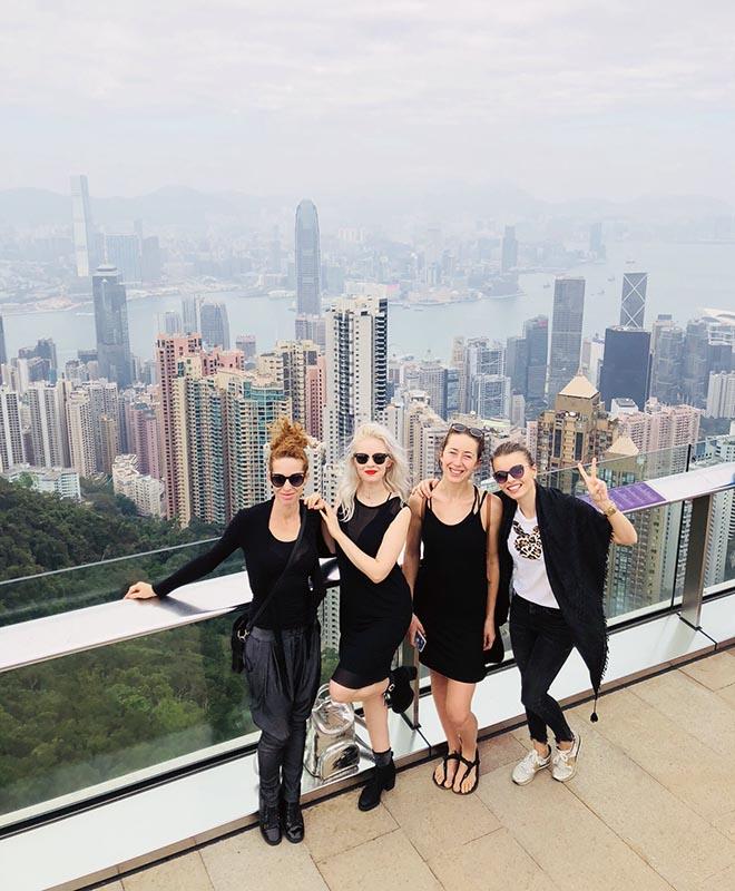 Dievčatá z Anta Agni si užívajú voľný čas po úspešnom predstavení v Hongkongu