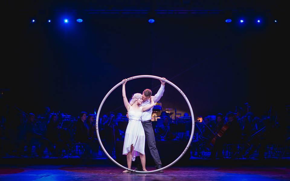 Tanečno-akrobatický duet Cyr Wheel - Svadobné prstene