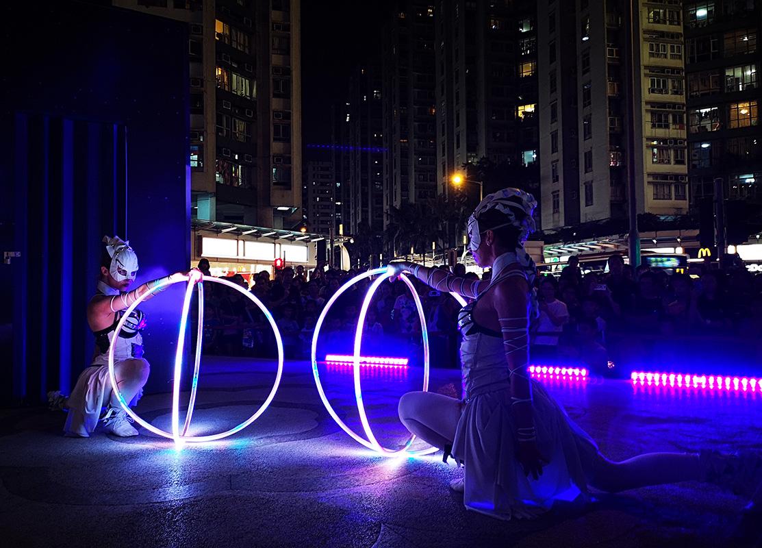 Svietiace kruhy Hula Hoop - predstavenie Anta Agni Hongkong
