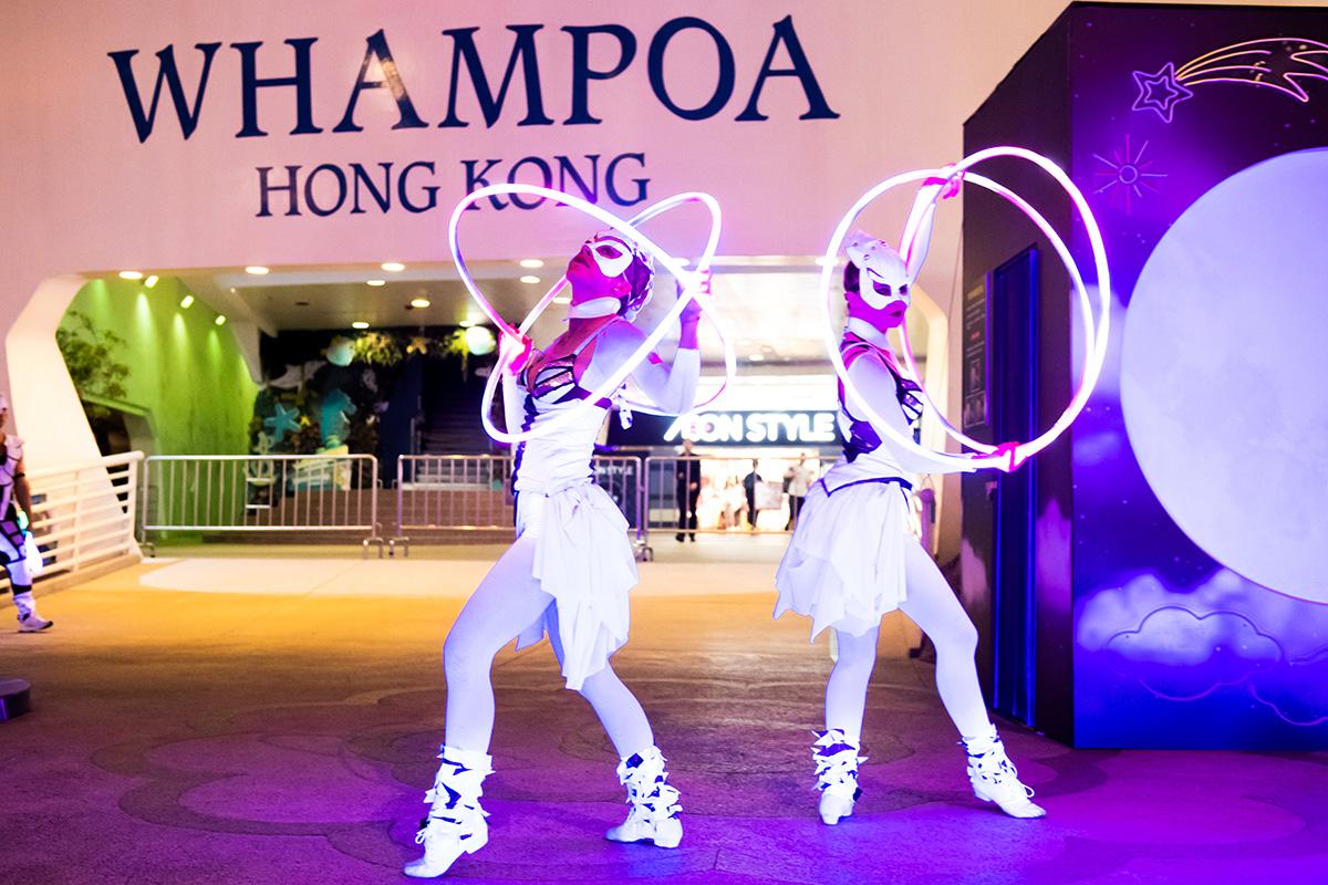 Anta Agni svetelná šou Hongkong tanečnice hulahoop